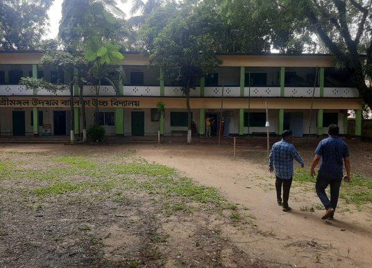 'কেন জানি ভোট কেন্দ্র থেকে মানুষ বিমূখ হয়ে যাচ্ছে'